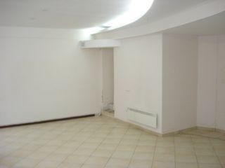 """Продается ком.помещения 70м2,54м2 под офис, бизнес возле """"Патрии"""" по ул.Дософтей!Первая линия!"""
