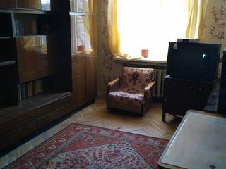 Продается 2-х комнатная квартира в трехэтажном котельцовом доме
