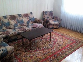 Chirie apartament cu 3 camere autonoma centru linga Unic,Ciuflea