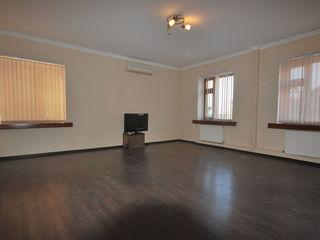 80м2 офисное помещение в Центре г.Кишинева по ул.Штефан чел Маре в районе Патрии!