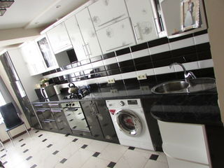 vindem apartamentul mobilat in stare foarte buna