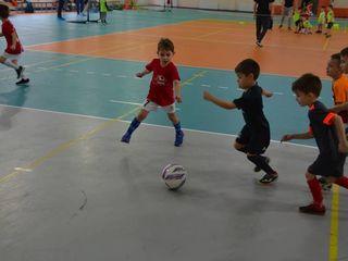 Oferă-i fiului tău șansa de practica fotbalul de mic. vino cu el la un antrenament gratuit la tracia
