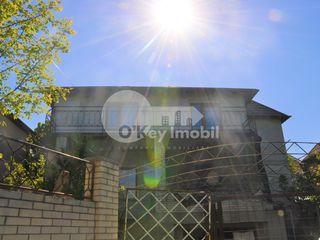 Codru, str. Bujorilor, casă bună în variantă albă, 85000 € !