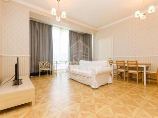 Chirie  Apartament cu 3 odăi, Centru,  str. Lev Tolstoi, 450 €
