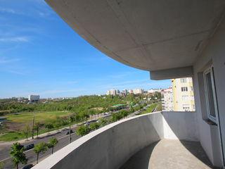2 odăi în bloc nou vizavi de Circ! Balcon - terasă de 9m2! Posibil de transformat în 3!!!