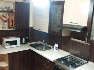 Se vinde apartament cu 3 odai + subsol + garaj linga bloc