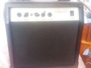 Продам комбик Elenberg 15 ватт 1100 лей комбик Fender 1300 лей