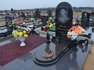 Monumente funerare din granit la super pret!!!!