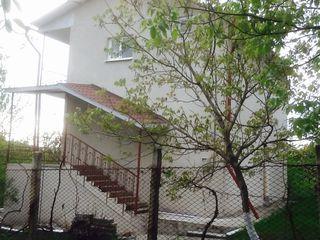 Casa dace trei nivele