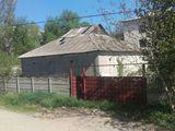 Se vinde lot de pamint cu casa neconstruita si 3 garaje
