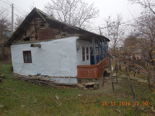 casa batrineasca, pe teren privatizat loc drept, bordei, constructii mai vechi, drum asfaltat