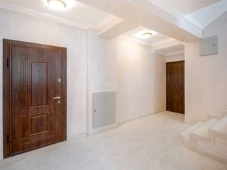 Дом из красного кирпича, шикарная двухуровневая квартира, 200 м2   - 560 евро м2