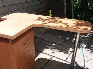Продам стол - парту с тумбой на 4 ящика для ученика. Размеры 1,25 х 0,85 х 0,40