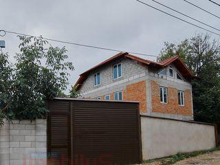 Se vinde casă în 3 nivele! 200 m2, teren de 4 ari, str. Ismail, centrul orașului Ialoveni