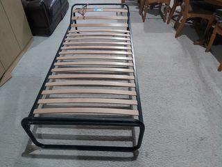 Vind  carcas de pat 1.80,  2.00 m. 500 lei