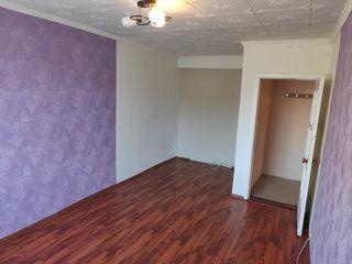 Продается 1- комнатная квартира + большая кухня площадью 36 кв. м. косметический ремонт этаж 5 из 5