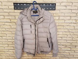 Куртка, как новая.