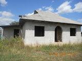 Se vinde urgent 10 ari cu casa nefinisata in Nisporeni.