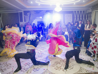 Dansatori cu program Tiganesc - Ansamblul Basarabenii