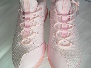 Женские  кроссовки  от Nike