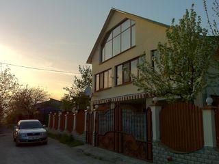 Дом с террасой, камином, сауной и спортивной комнатой = 2 х 2 ком. кв