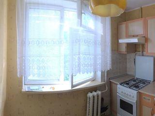 Riscani, str Dimo, 2 cameri, etajul 4/5, casa din piatra alba