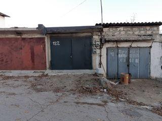 Vind garaj la Telecentru str. Drumul Schinoasei, privatizat, 2 nivele - 4500Euro shimb pe automobil