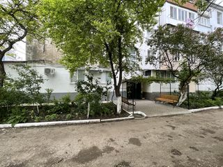 Vand apartament in centrul or. Briceni