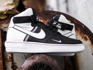 Nike Air Force High LV8 black