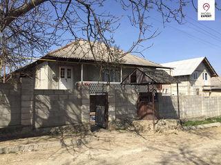Casa- 1,5 etaje, varianta alba, teren - 10 ari, Danceni