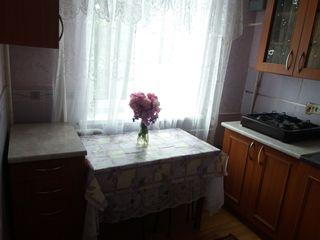 vînd apartamen cu o odaie pe strada gudanova18 la fața locului prețul se discută