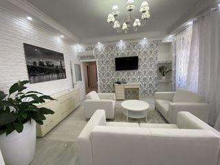 Centru Lev Tolstoi 74, Se ofera în chirie apartament cu 2 dormitoare + living, cartier privat