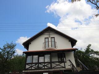 Casă cu statut de vila. Codru, str. Sihastrului, 105m2 - 120m2 + 6,5 ari ! Euroreparație!