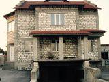 Casa cu destinatie complexa, la Balti