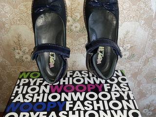 Туфельки школьные для девочки турецкие WOOPY кожа темно-синие. Разм. 33. Цена - 299 лей.