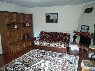 Apartament pentru inchiriere pe termen lung sau scurt, in cadrul unei locuinte pe pamant.