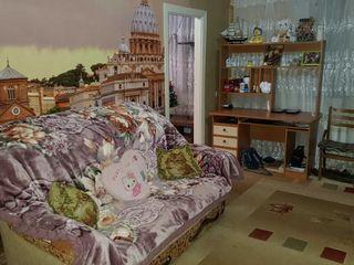 Vind apartament 2 camere cu mobiliere
