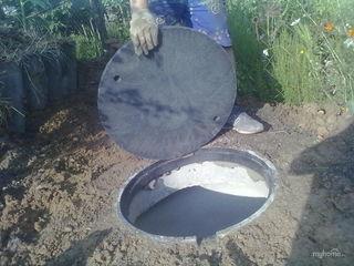 Копаем траншеи канализацию вручную.