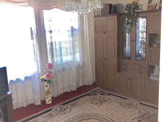 Apartament 3 odăi, garaj 15000 euro