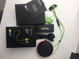 Bluetooth беспроводные спорт наушники BLuedio TE ,новые в упаковке