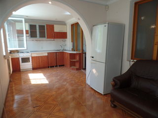 Apartament cu 2 odai, 200 euro/luna