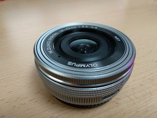 vand obiectiv Olympus 14-42mm f/3.5-5.6 ED M.Zuiko digital la pret accesibil negociabil