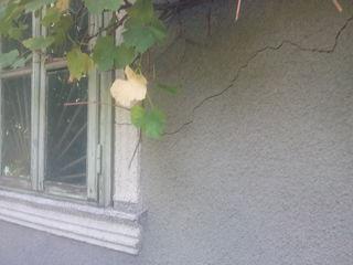 Продаю в Единцы  за 8 т.€ старый дом и новый недостроенный  из 4 комнат и бани.рядом со школой 3