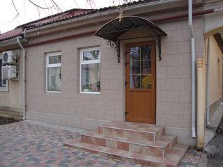 Oficiu in arenda, 55 m.p.,sector Centru, str. Kogalniceanu, 9, prima linie.