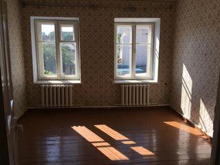 Срочно! продам 2-х к. квартиру 50 кв.м. комнаты раздельные, 2 этаж район центрального рынка 15999!