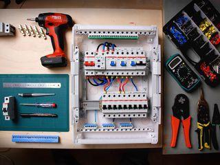 Electrician, schimbarea cablurilor, electrica noua