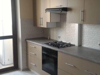 Chirie 300 Euro! Apartament 2 odai bloc nou! Str. Cuza Vodă