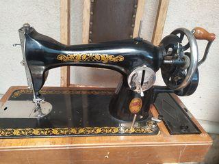 Старинная швейная машинка Подольская 1956 года ,фрез для заклёпок 700 лей.проигрыватель с радио 300л