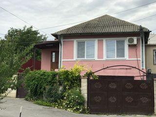 Casa in Ialoveni in centru, дом в центре Яловен