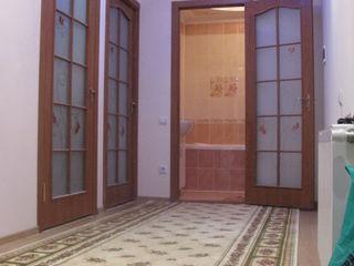 Se da in chirie apartament de lux cu 3 camere in casa noua la botanica  (toamna de aur).